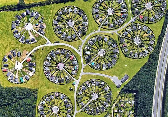 Danimarka'daki Brøndby Köyü Bildiğimiz Tüm Mimari Tasarımları Unutun - Sayfa 4