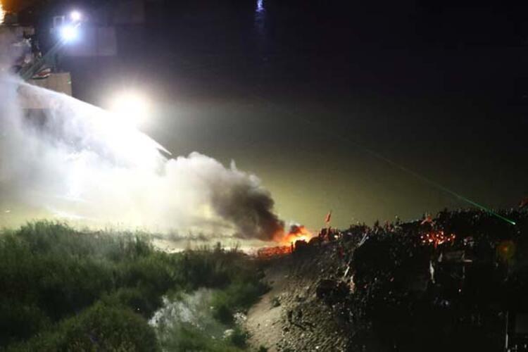 Olaylar durulmuyor! 3 milletvekilinin evini yaktılar - Sayfa 1