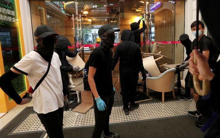Metro istasyonu ve alışveriş merkezine saldırdılar! - Sayfa 2