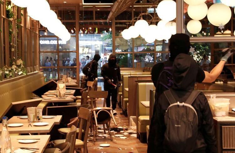 Metro istasyonu ve alışveriş merkezine saldırdılar! - Sayfa 3