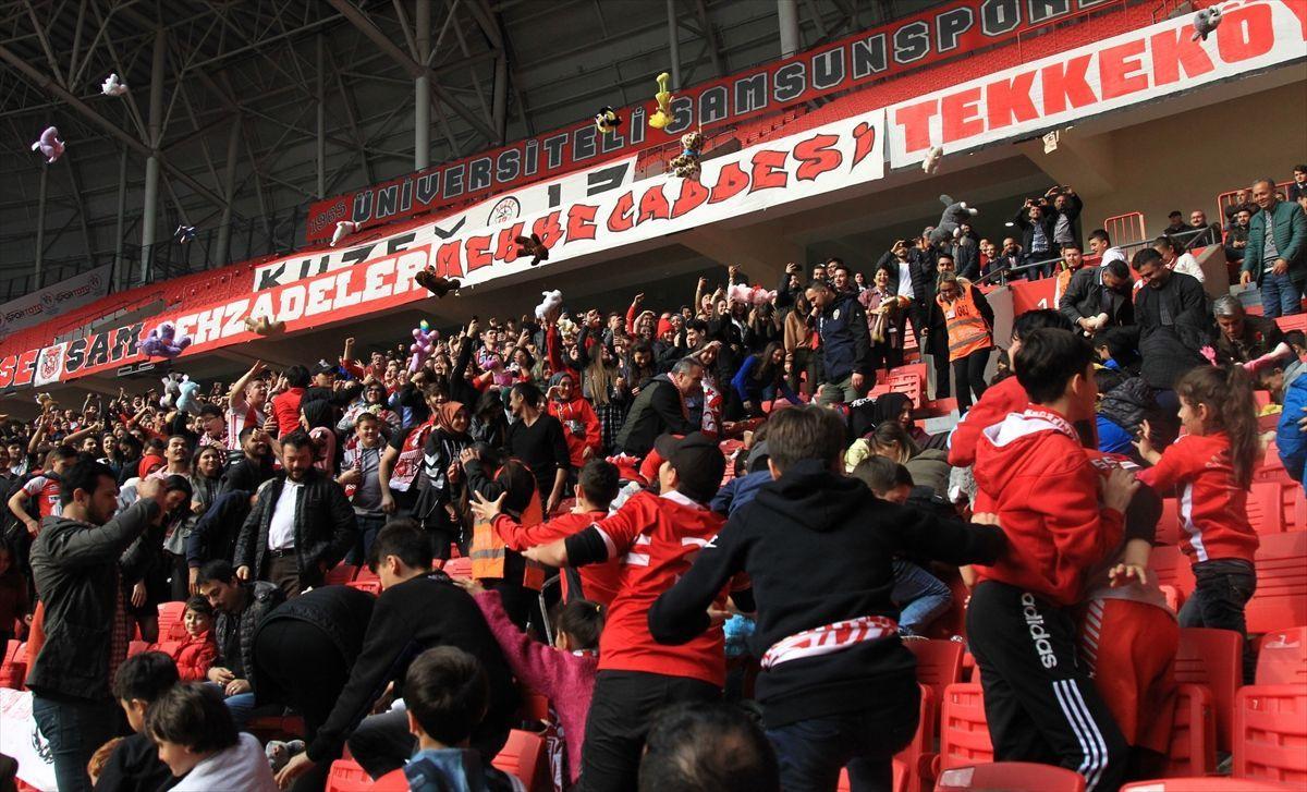 Samsun'daki futbol maçında kimsesiz çocuklara oyuncak sürprizi - Sayfa 3