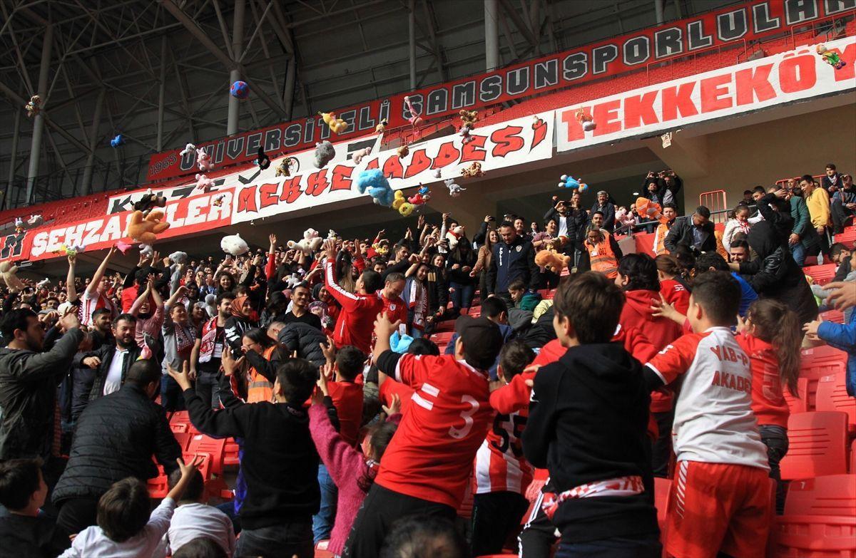 Samsun'daki futbol maçında kimsesiz çocuklara oyuncak sürprizi - Sayfa 4
