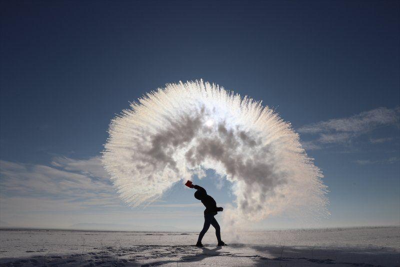 Hava sıcaklığının eksi 17 derece olduğu Kars'ta havaya serpilen kaynar su dondu! - Sayfa 1