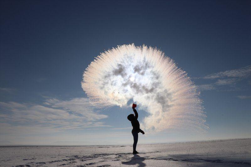 Hava sıcaklığının eksi 17 derece olduğu Kars'ta havaya serpilen kaynar su dondu! - Sayfa 2