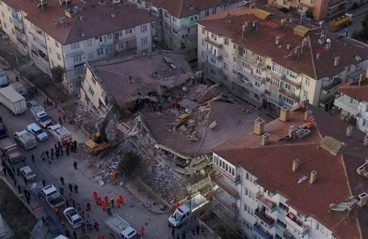 Elazığ'daki 6.8 büyüklüğündeki deprem sonrası son fotoğraflar - Sayfa 4