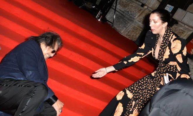 79 yaşındaki yıldız oyuncu Al Pacino, kırmızı halıda yere çakıldı! - Sayfa 3