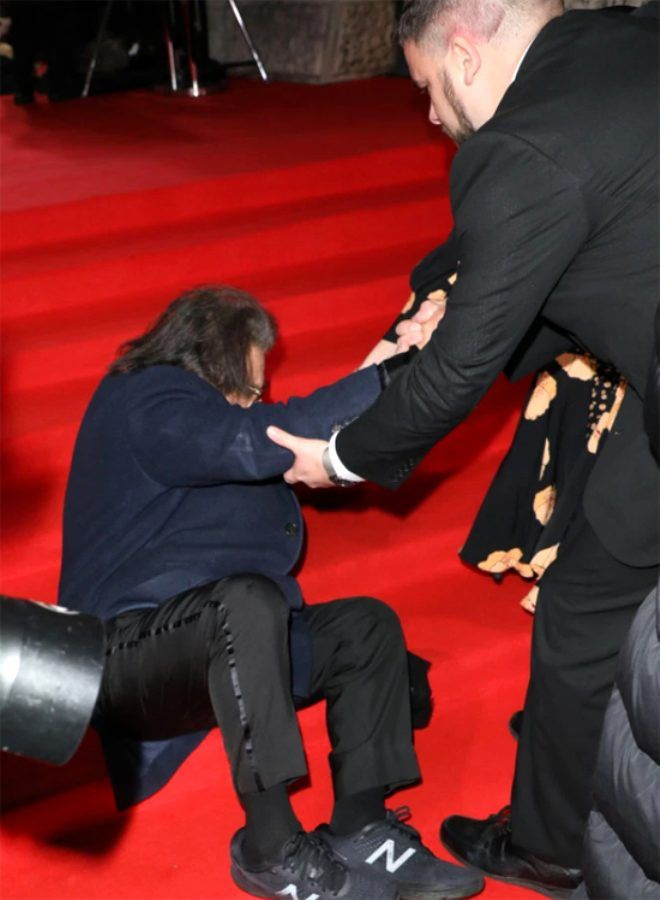 79 yaşındaki yıldız oyuncu Al Pacino, kırmızı halıda yere çakıldı! - Sayfa 4
