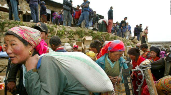 Dağcıların, tırmanma uğruna hayatını kaybettiği Everest'te, hamallık yapıyorlar! Kazançları dudak uçuklatıyor - Sayfa 2