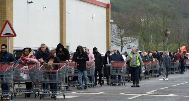 Alışveriş için markete giden sağlık çalışanı, boş rafları görünce gözyaşlarına boğuldu - Sayfa 1