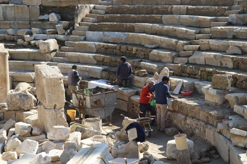 Laodikya'da 2 bin yıllık güneş saati bulundu - Sayfa 1