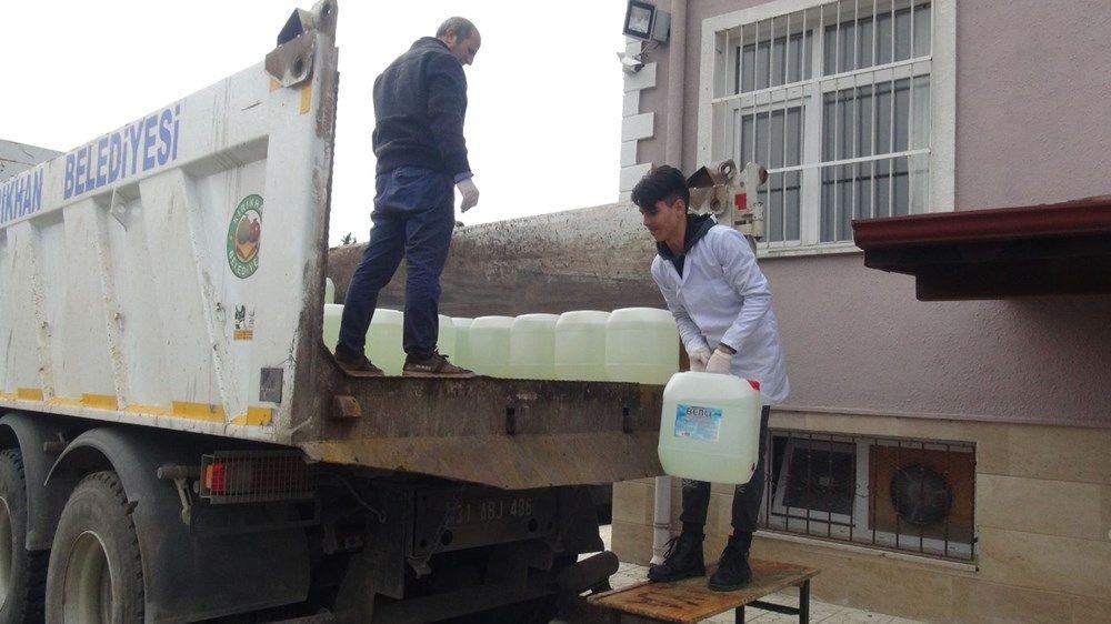 Hatay'da lise öğrencileri, günde 10 ton dezenfektan üretiyor - Sayfa 1