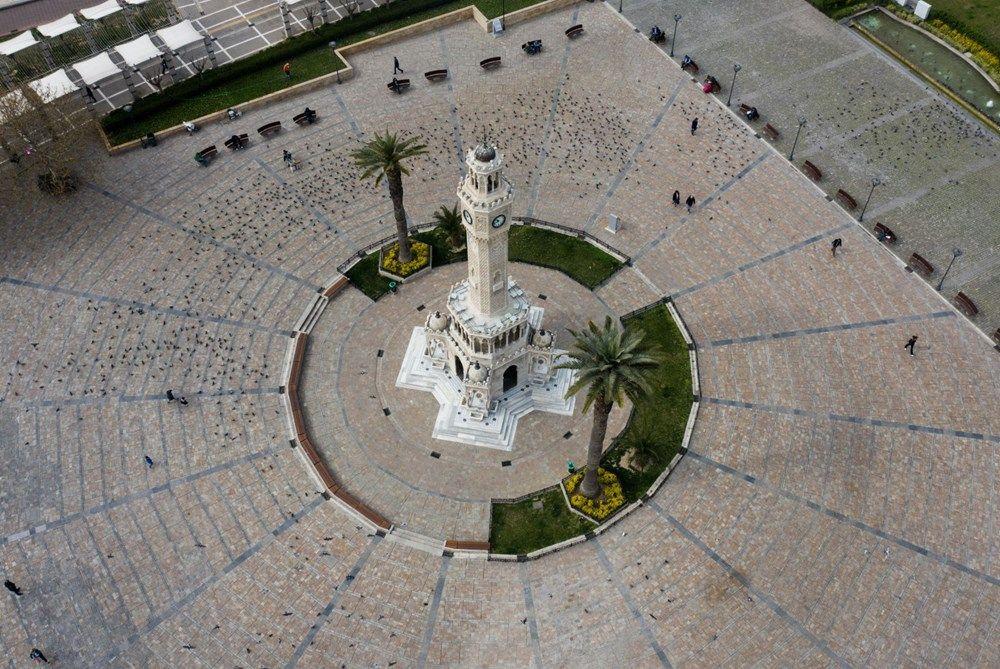 İzmir'de meydanlar boş kaldı - Sayfa 1