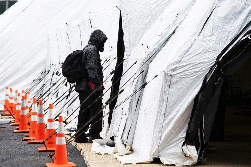 ABD hastanelerin bahçelerine çadırlar kuruyor - Sayfa 1