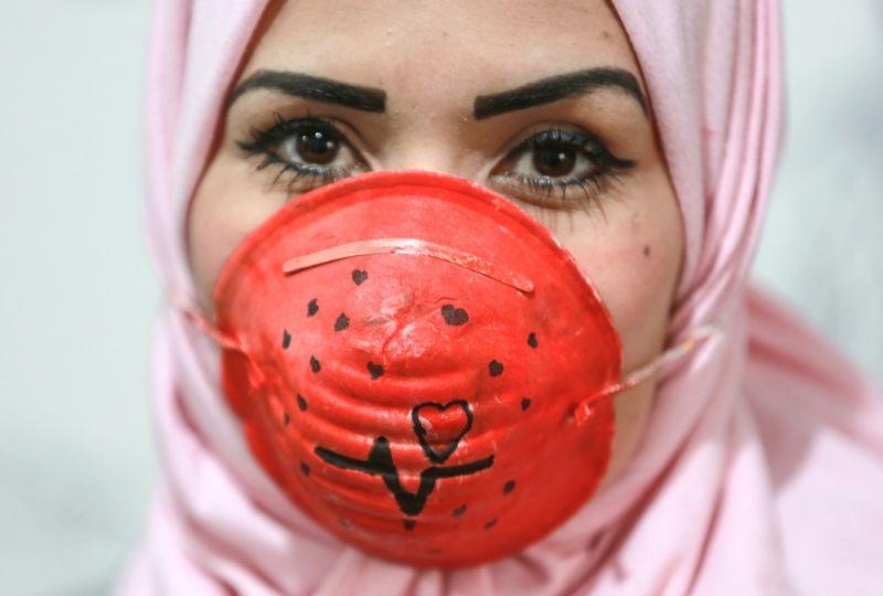 Gazzeli sanatçılar, koronavirüsle mücadele için maskeleri renklendiriyor - Sayfa 2
