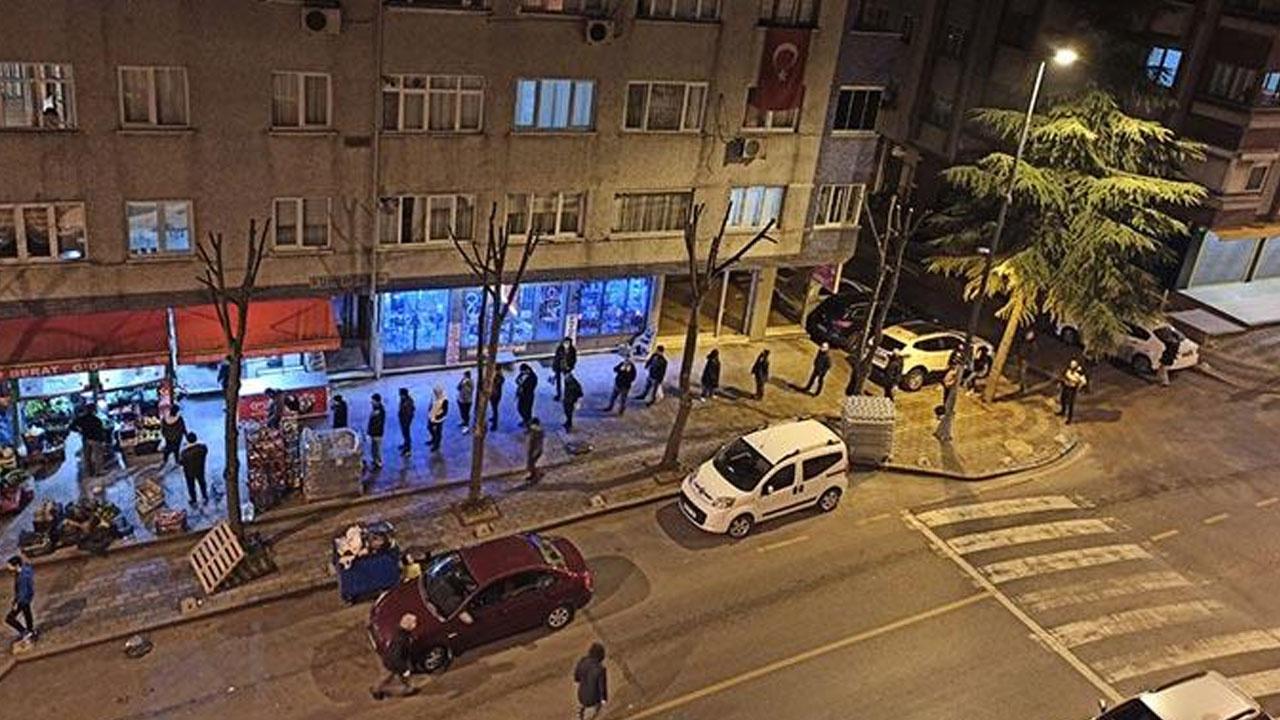 Sokağa çıkma yasağı sonrası vatandaşlar market ve fırınlara akın etti