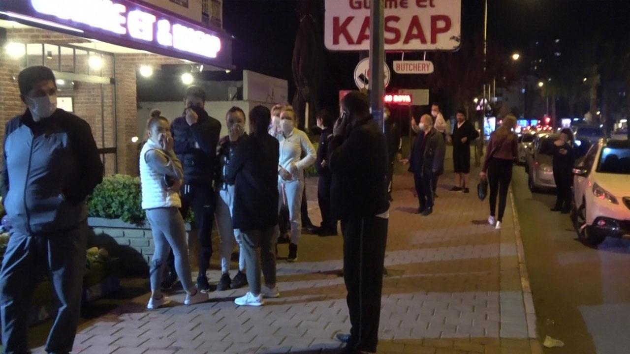 Antalya'da fırın ve marketlerin önünde kuyruk oluştu