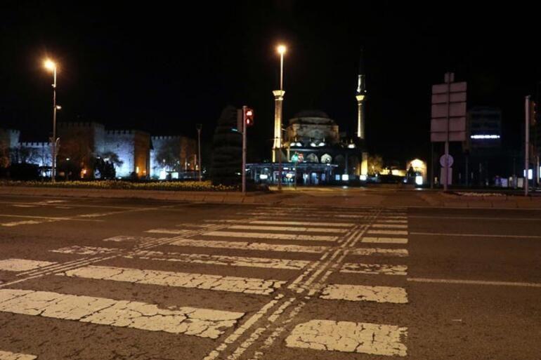 Sokağa çıkma yasağının başlamasıyla birlikte sokaklar boş kaldı - Sayfa 2