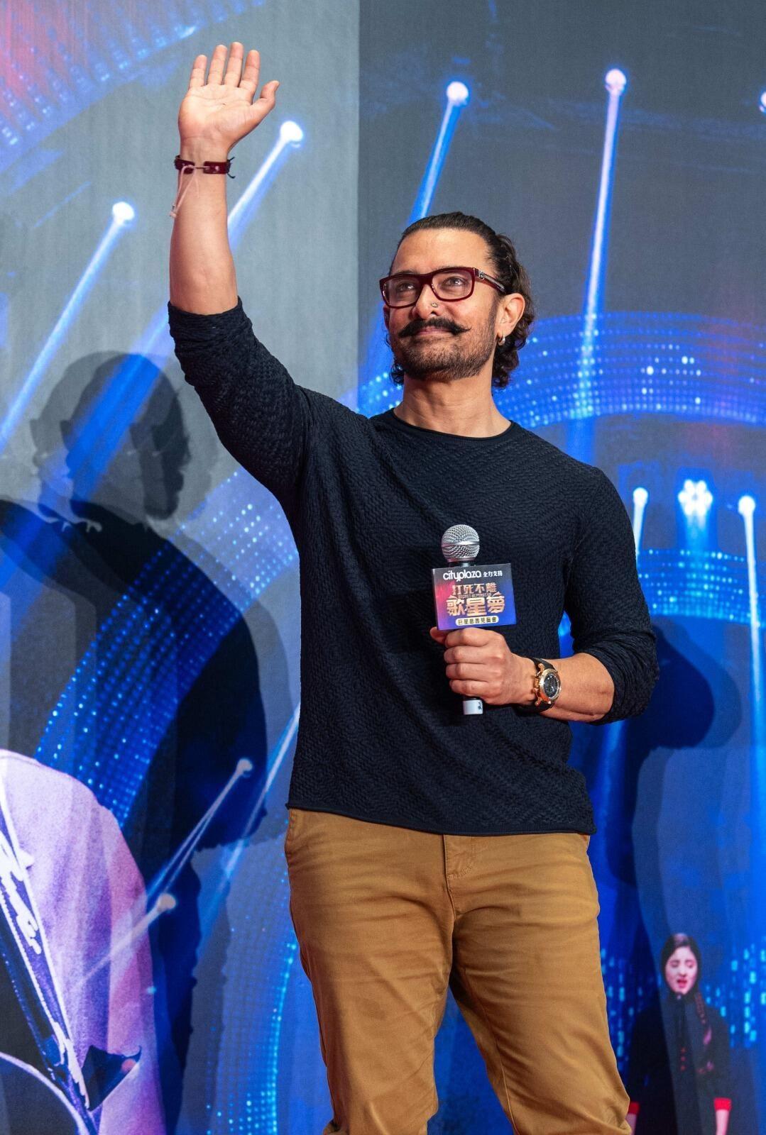 Aamir Khan'dan görülmemiş yardım: Birer kiloluk un paketini açanlar... - Sayfa 5
