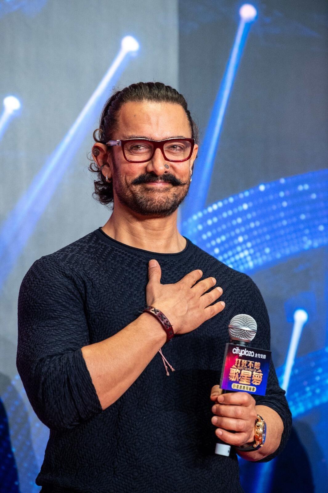 Aamir Khan'dan görülmemiş yardım: Birer kiloluk un paketini açanlar... - Sayfa 4