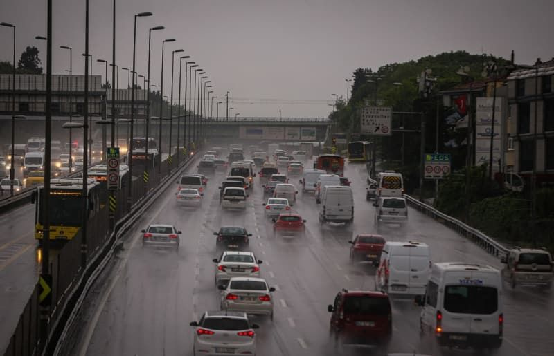 Sabah saatlerinde İstanbul'da trafik yoğunluğu yaşandı - Sayfa 1