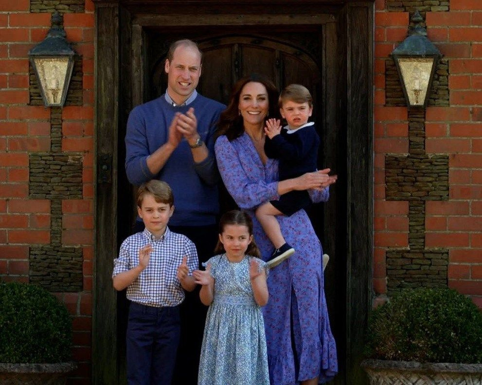 Prens William ve Kate Middleton bakımevindeki yaşlılarla görüntülü oyun - Sayfa 4