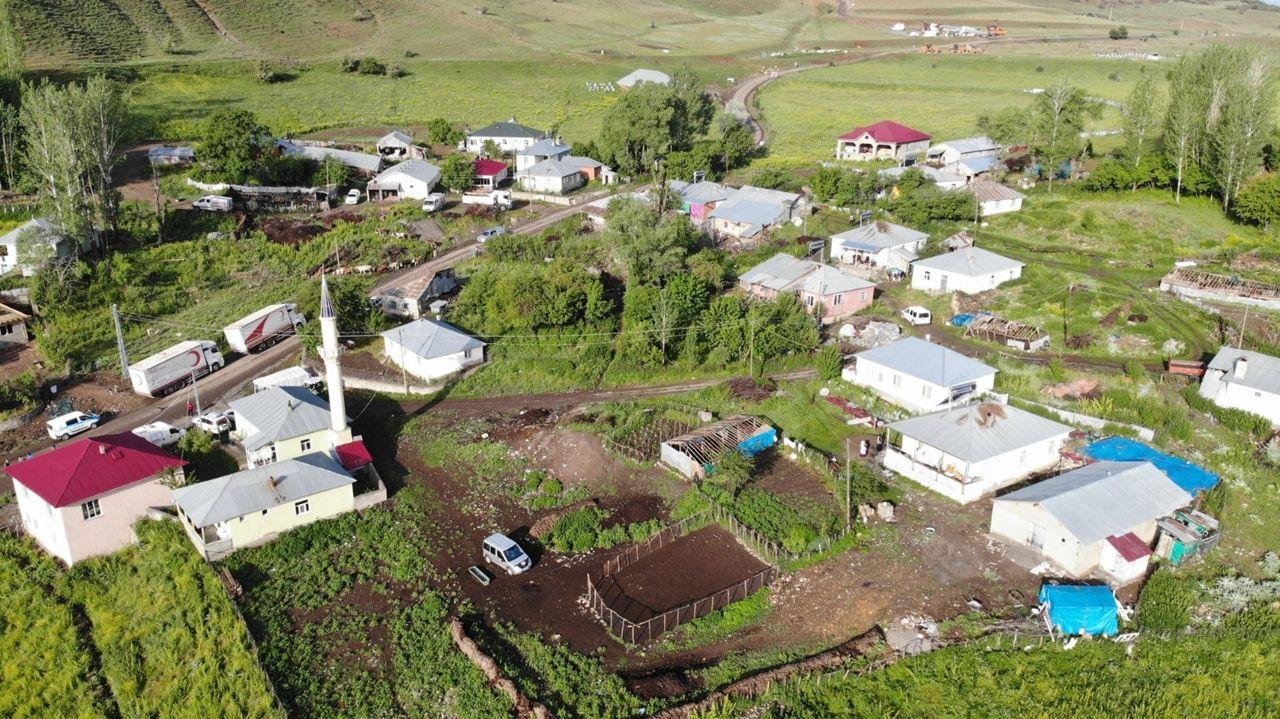Bingöl'de depremin merkezi Kaynarpınar köyü havadan görüntülendi - Sayfa 1