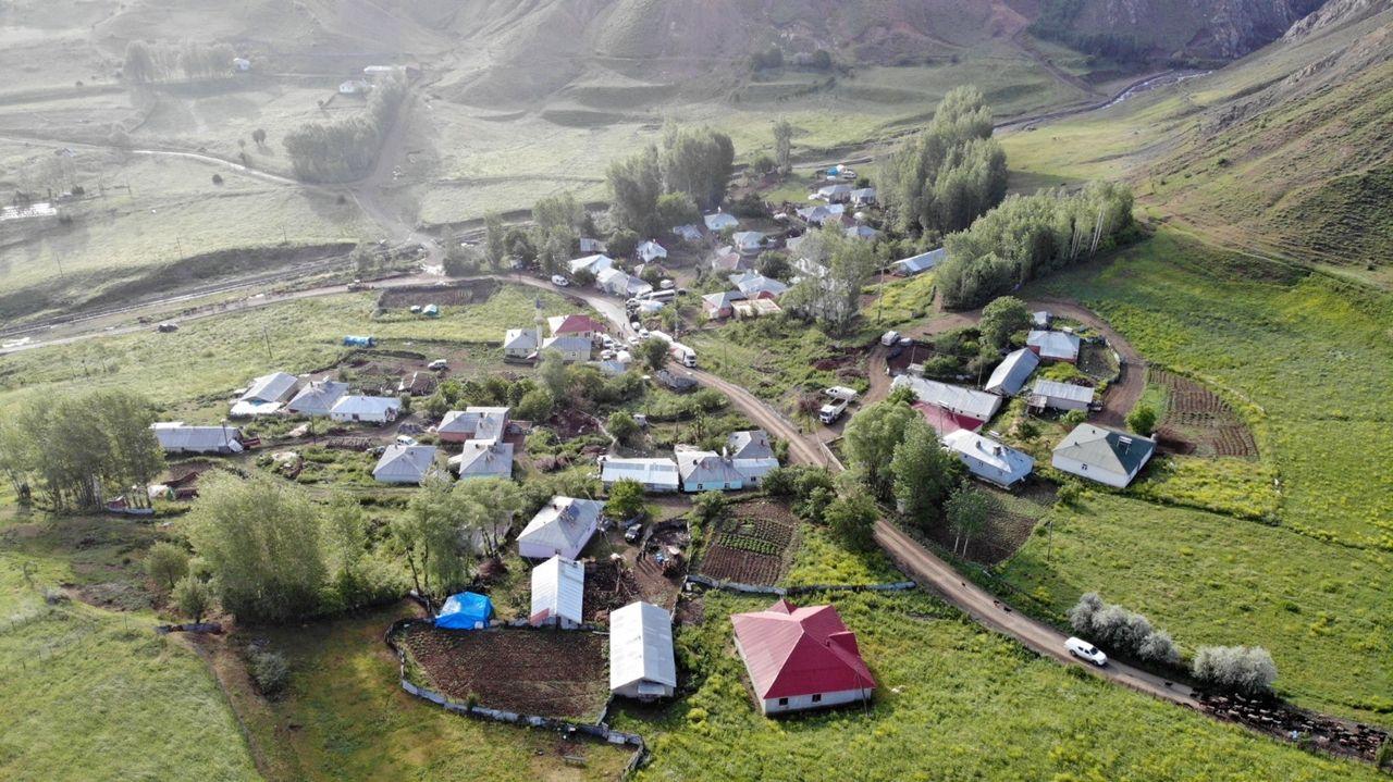 Bingöl'de depremin merkezi Kaynarpınar köyü havadan görüntülendi - Sayfa 2