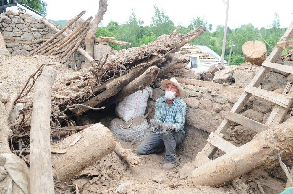 Depremden iki gün sonra enkazdan sağ çıkarıldılar - Sayfa 2