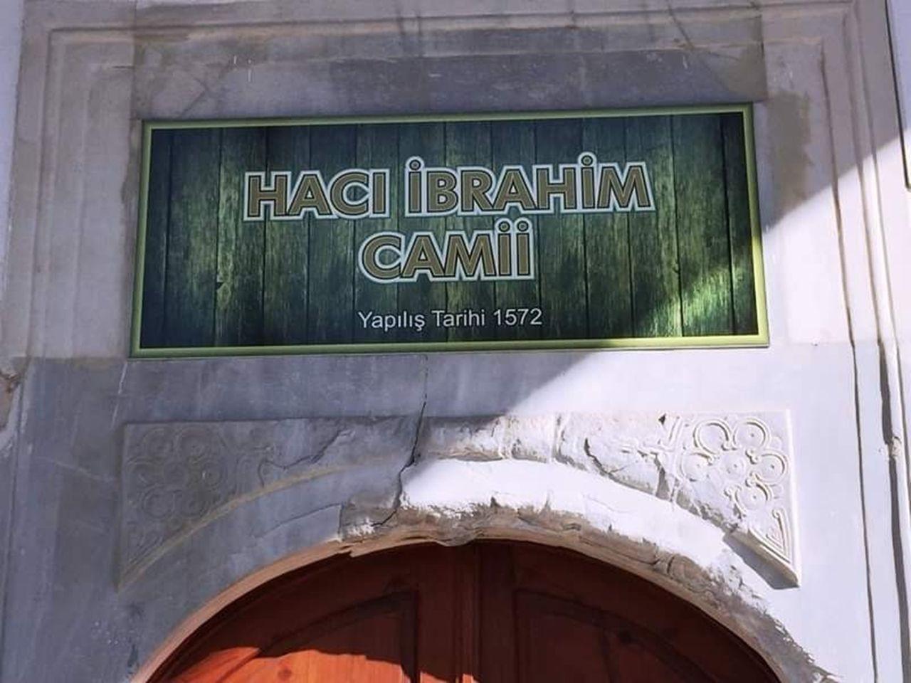 Kuşadası'ndaki Tarihi Hacı İbrahim Ağa Camisi ilgi bekliyor - Sayfa 1