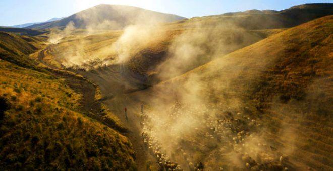 Her gün batımında Nemrut Dağı'nda tozlar gökyüzüne ulaşıyor - Sayfa 1