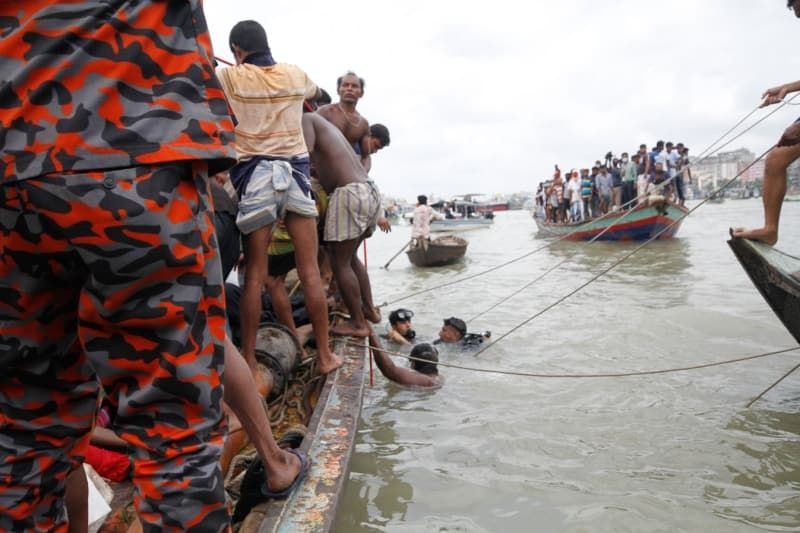 Bangladeş'te tekne alabora oldu: 28 ölü - Sayfa 4