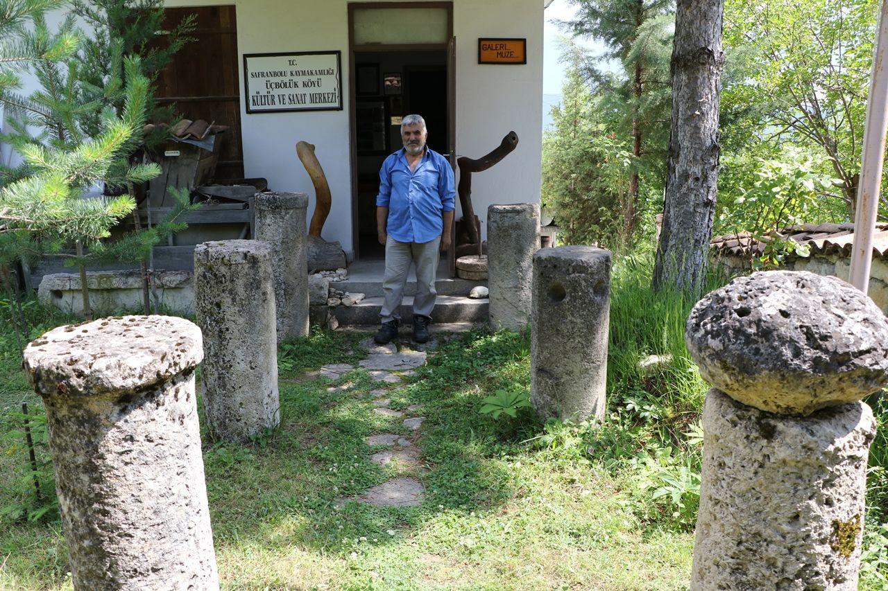 Çevreden topladığı tarihi kalıntılarla köyde müze açtı - Sayfa 1