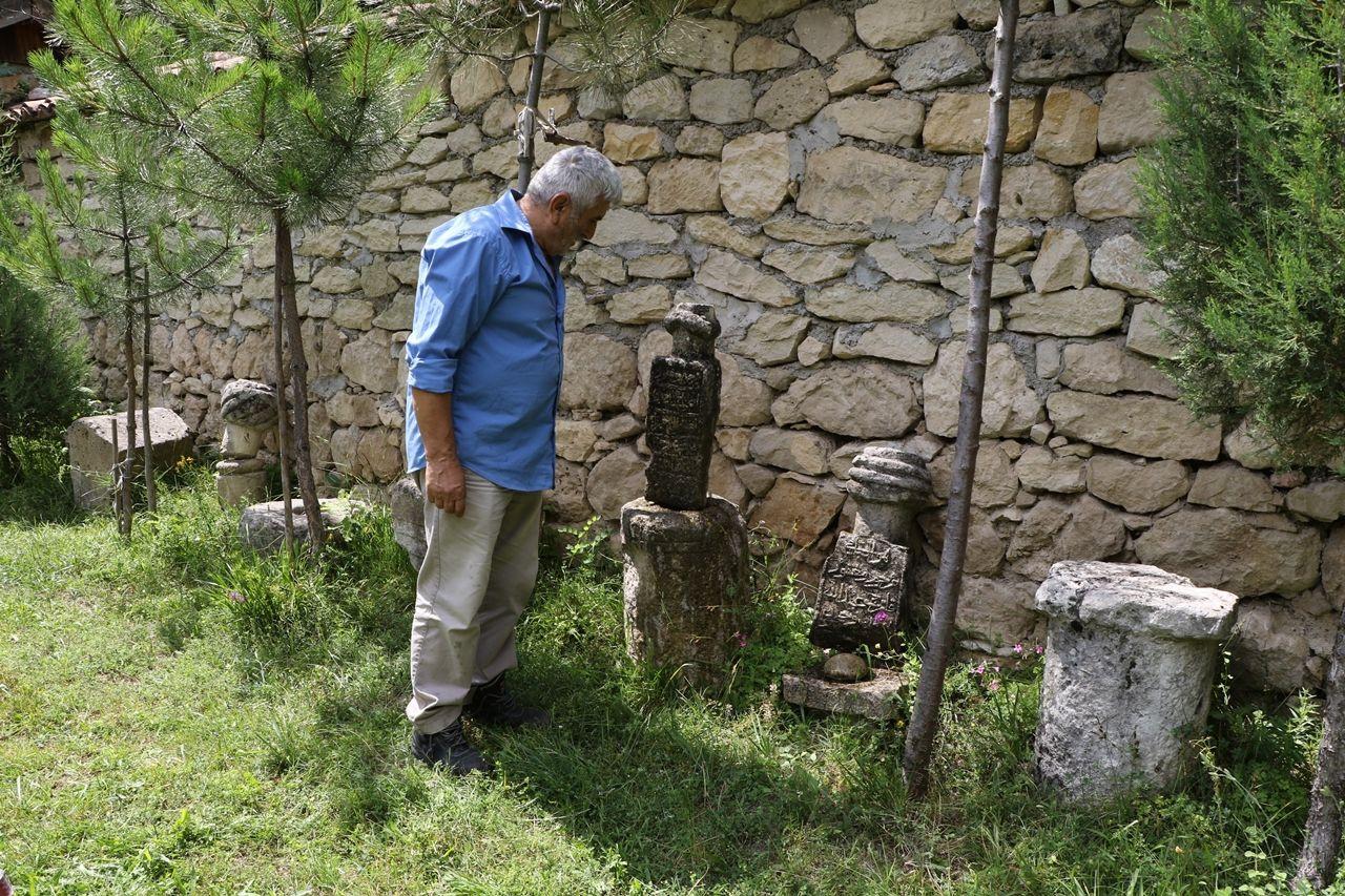 Çevreden topladığı tarihi kalıntılarla köyde müze açtı - Sayfa 2
