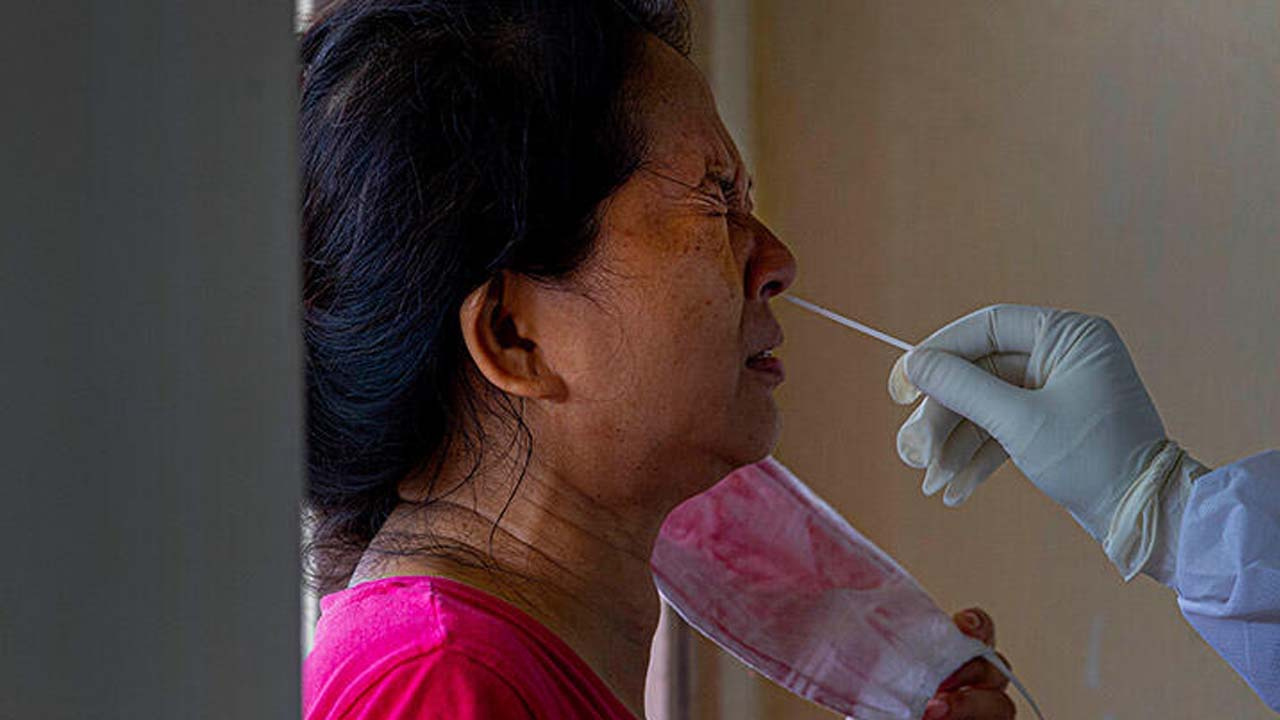 Koronavirüs diz çöktürdü! 24 saatte binlerce kişi öldü