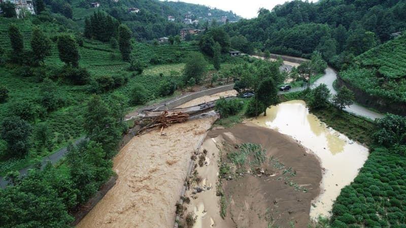 Rize'de selin hasarı gün ağarınca ortaya çıktı - Sayfa 1