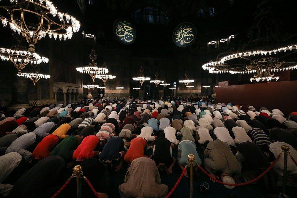 Ayasofya Camii'ne ziyaretçi akını gece de sürdü - Sayfa 1