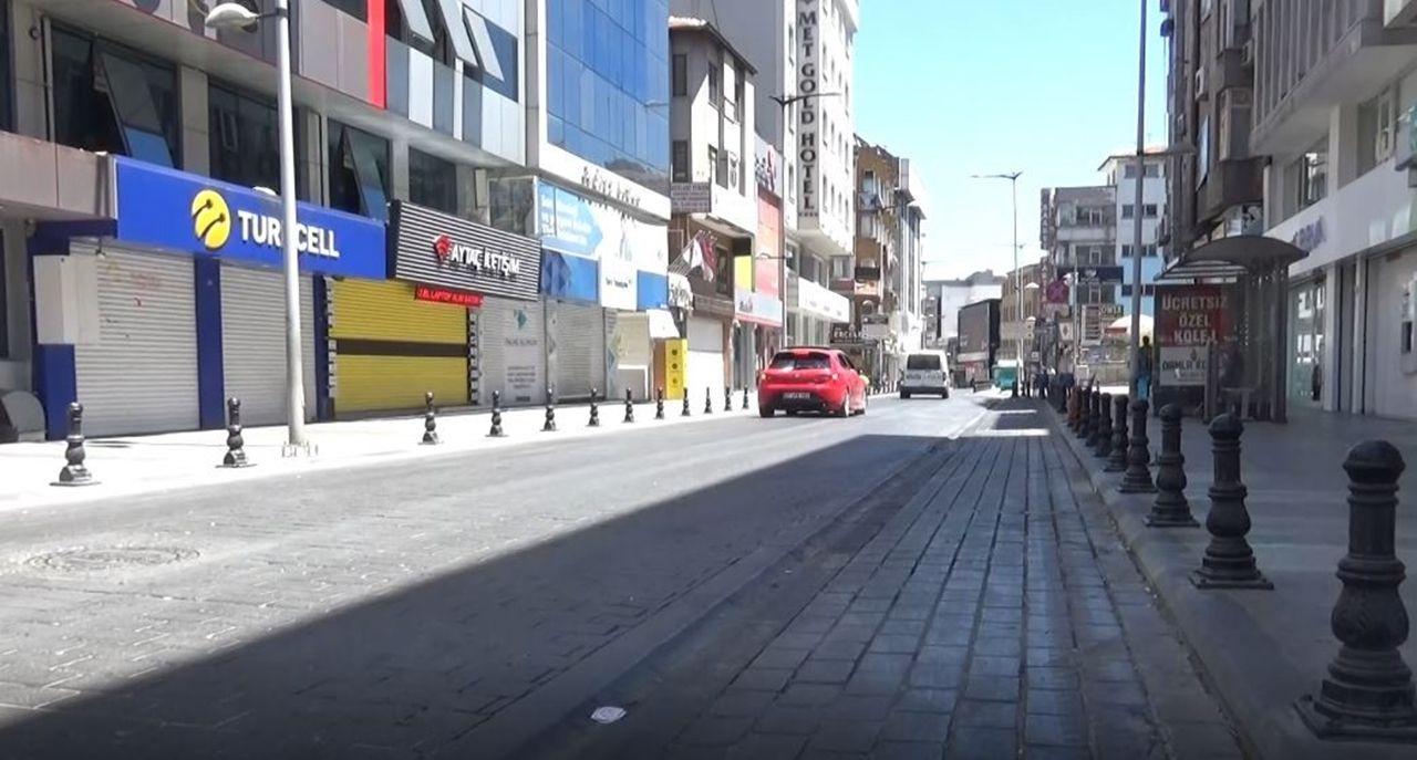 Gaziantep'te cadde ve sokaklar bu kez bomboş kaldı - Sayfa 1