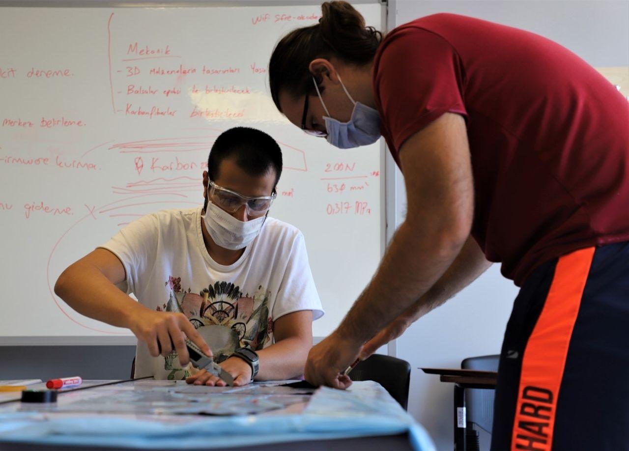 Mühendis adayları TEKNOFEST'e hazırlanıyor - Sayfa 1