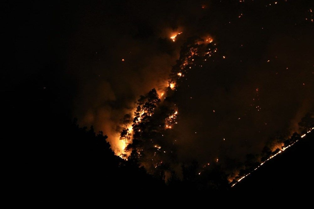 Mahalleli yangını çaresizlikle izlediler - Sayfa 1