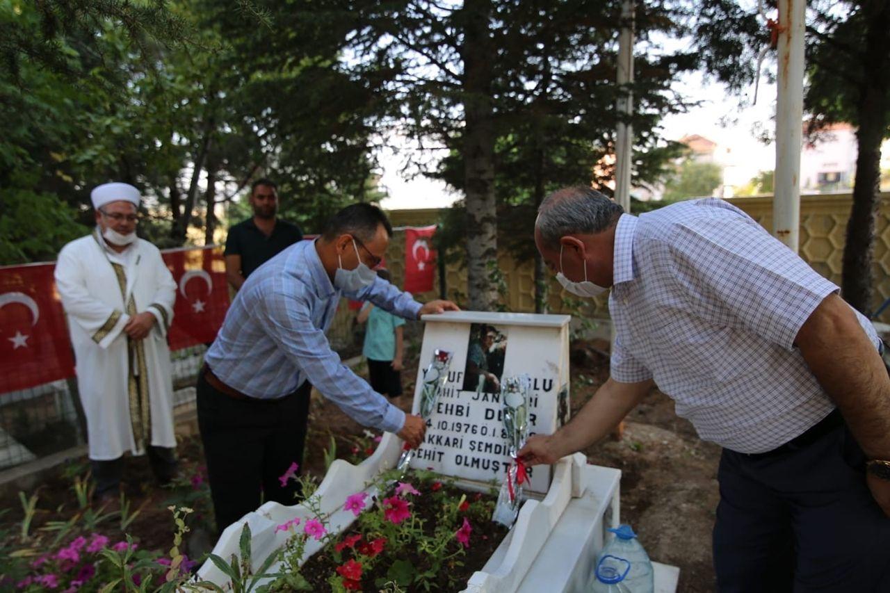Başkan Arpacı, 1 Ağustos şehitlerine mezar başlarında dua etti - Sayfa 1
