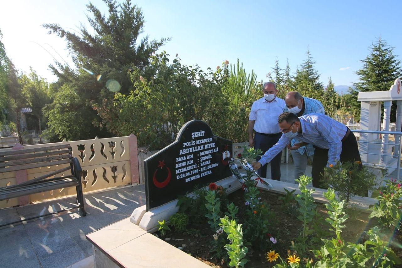 Başkan Arpacı, 1 Ağustos şehitlerine mezar başlarında dua etti - Sayfa 4
