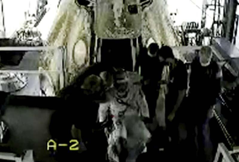 NASA astronotlarını taşıyan SpaceX kapsülü Dünya'ya döndü - Sayfa 4