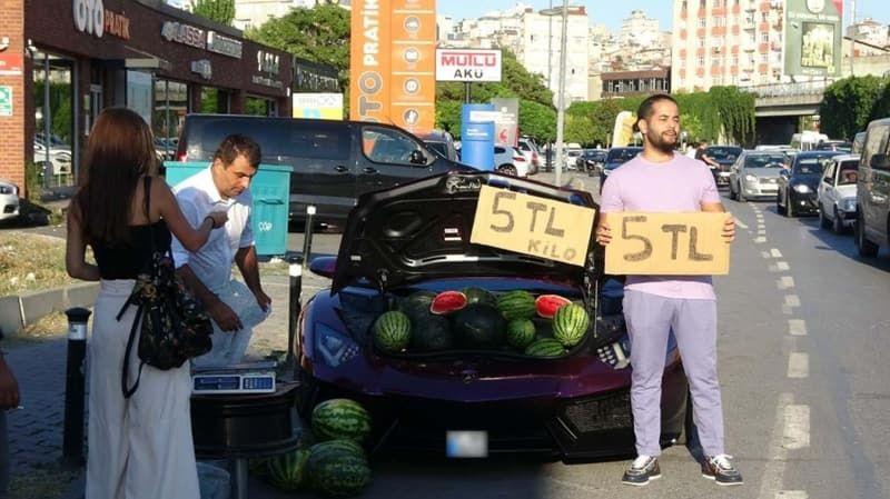 Beyoğlu'nda lüks otomobilde 5 liraya karpuz sattı - Sayfa 2