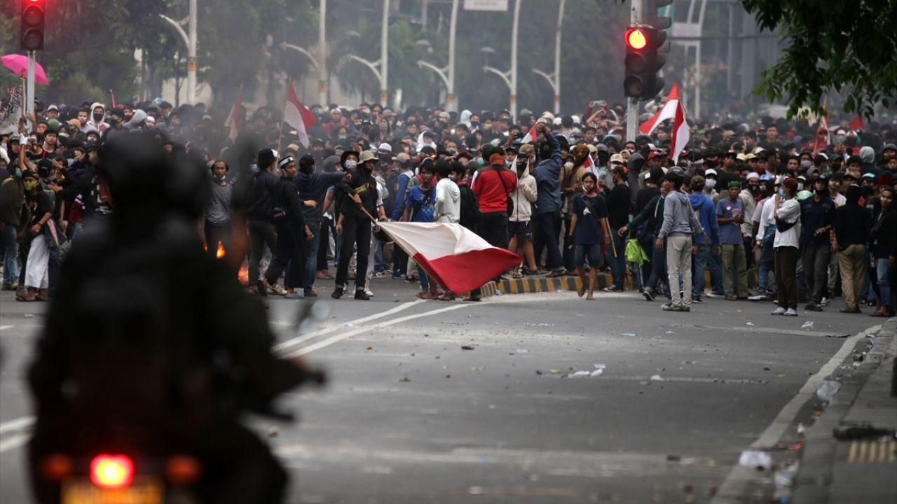 Endonezya'da yasalaşan istihdam paketine karşı gösteriler sürüyor - Sayfa 3