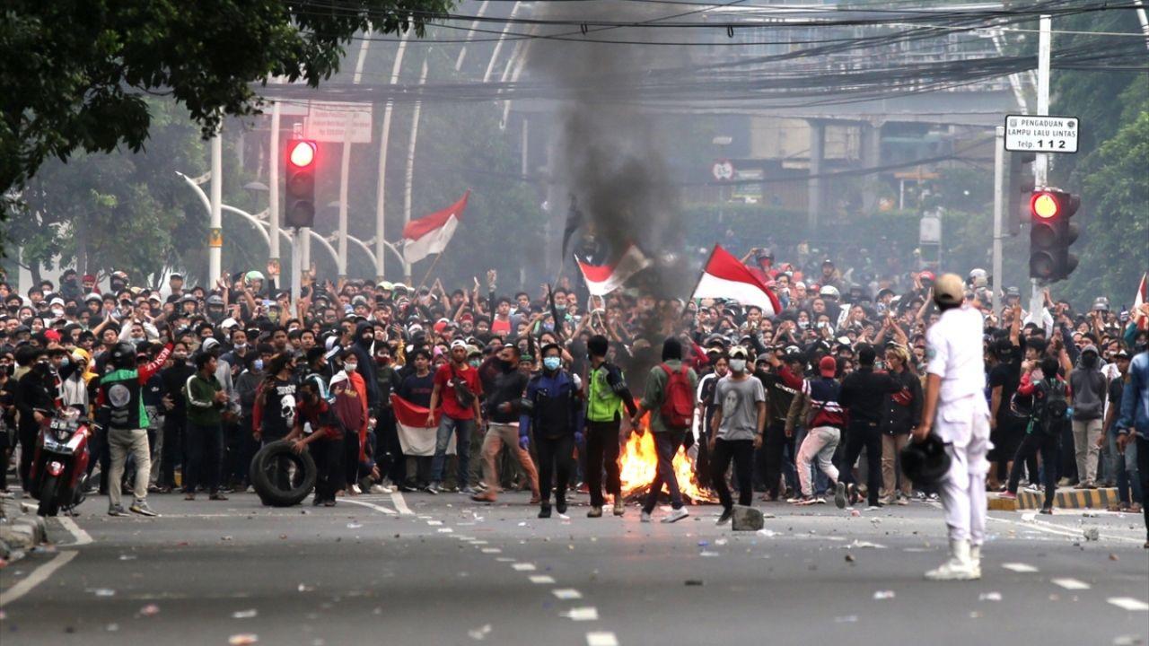 Endonezya'da yasalaşan istihdam paketine karşı gösteriler sürüyor - Sayfa 4