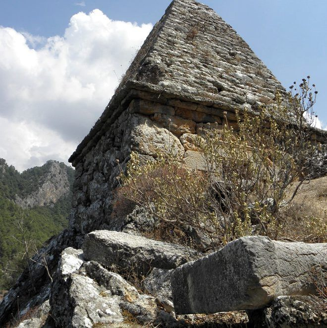 Yıllarca adaklar adanıp dualar edilen anıt mezar mitolojik savaşçıya ait çıktı - Sayfa 3
