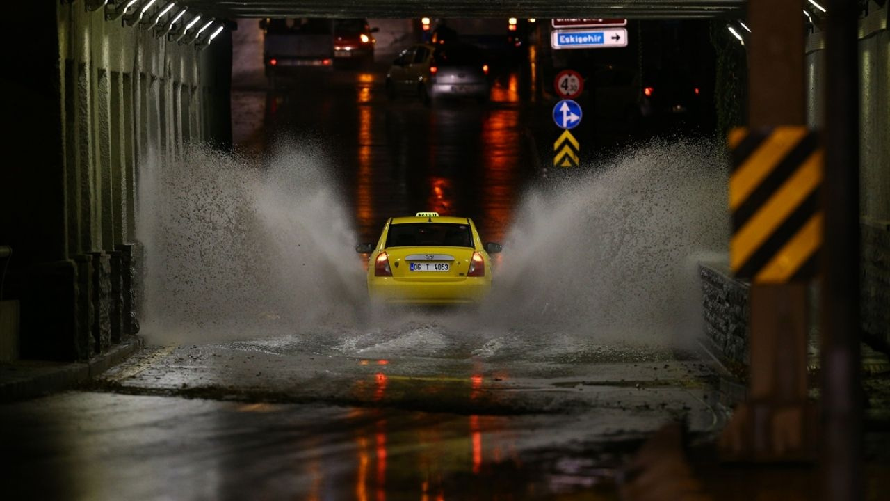 Başkentte şiddetli yağış etkili oldu - Sayfa 4