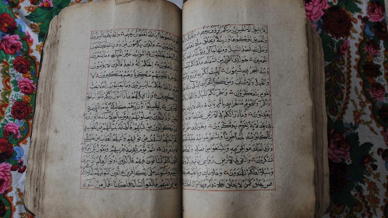 Ata yadigarı el yazması Kur'an-ı Kerim'e özenli bakım - Sayfa 1