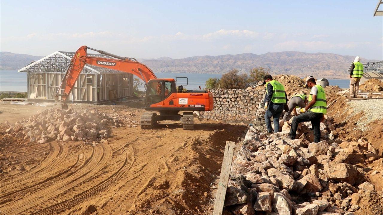 Elazığ'ın köylerindeki depremzedeler yeni evlerine kavuşuyor - Sayfa 1