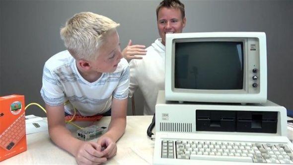 1981 yılında üretilen ilk bilgisayarın içinde ne var? - Sayfa 1